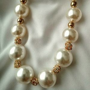 Modern Fashion  Oversized - Pearls  Necklace